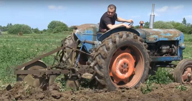 Screenshot: YouTube / Tractor Barn Productions