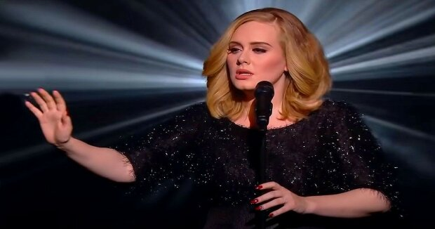 Screenshot: YouTube / Adele